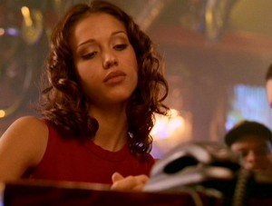 Jessica Alba in a screencap from the DARK ANGEL pilot.